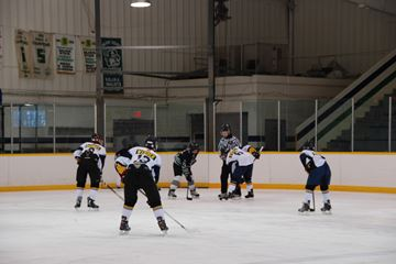 The Parry Sound Bantam Select hockey team faced off against the Barrie Bantam Selects on Sunday, March 2 at the Bobby Orr Community Centre. The Parry Sound team lost 2-4.