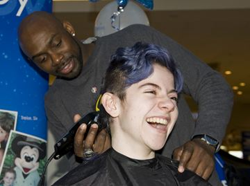 London Lightning assistant general manager DeAnthony Bowden acts as stylist for Lauren Phillips, a second-time Go Blue! Go Bald! participant.