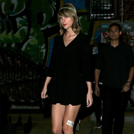 Taylor Swift narrowly avoids being attacked on stage-Image1