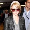 Jennifer Lawrence visits Chris Martin-Image1