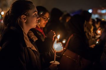 Hundreds attend London vigil