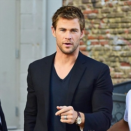 Chris Hemsworth loves surfing -Image1