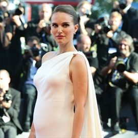Pregnant Natalie Portman pulls out of Oscars -Image1