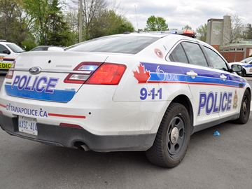 Man in wheelchair struck in Barrhaven while crossing road