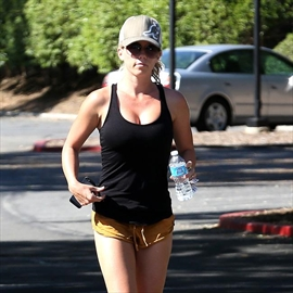 Kendra Wilkinson: 'Motherhood has given me the body I always wanted'-Image1