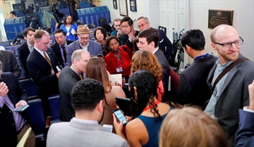 White House bars major news outlets from gaggle-Image1