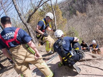 Man holds onto branch after falling over cliff in Bronte Creek Park