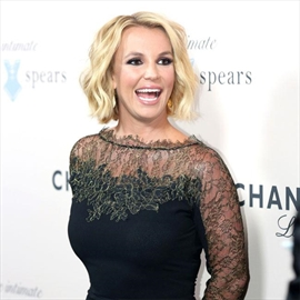 Britney Spears 'embarrassed' by onstage fall-Image1