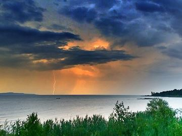 Meaford resident captures lightning picture
