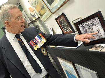 Greensville veteran shares war stories with history students