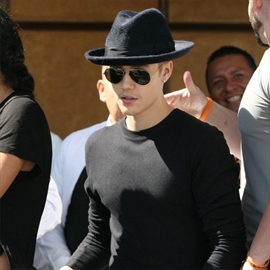 Justin Bieber apologies for past conduct-Image1