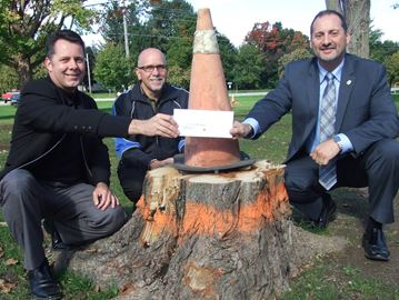 Lakelands realtors donate $5,000 to Orillia tree replanting