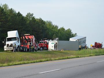 Crash recovery effort closes eastbound Highway 401