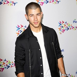 Nick Jonas doesn't talk to exes-Image1