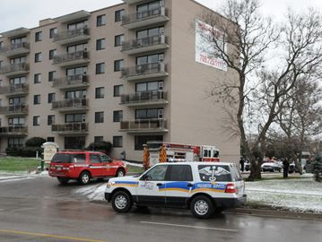 Fire crews called to Wellington Street apartments in Barrie