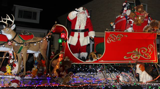 Santa arrives in Kingston