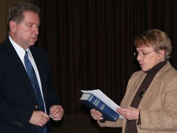 Acting CAO/Clerk Steve Silver administers the Oath of Office to new Mayor Frances Smith. Photo/Craig Bakay