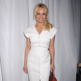 Pamela Anderson begs Irish prime minister to ban animal in circuses-Image1