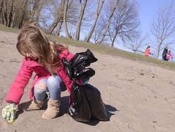Earth Week Clean Up in Oakville
