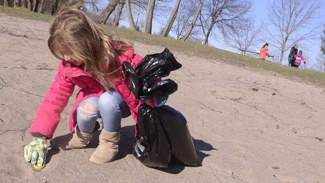 Earth Week Clean Up in Oakville