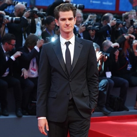Andrew Garfield jokes he's up for locking lips with same-sex nominees at Oscars -Image1