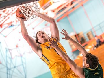 Oakville's McLaughlin named Canada West basketball outstanding player