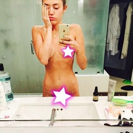 Miley Cyrus posts pre-VMAs naked selfie-Image1