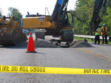 Sinkhole closes Hwy. 20 in West Lincoln