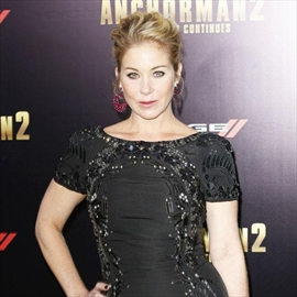 Christina Applegate overwhelmed by love for daughter -Image1