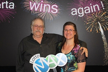 Couple kept $50M lotto win a secret for 7 months-Image1