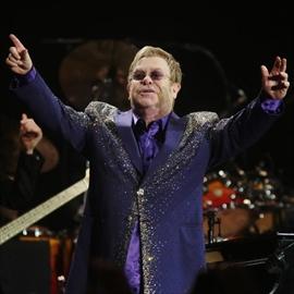 Elton John 'will keep paying his mother's bills'-Image1