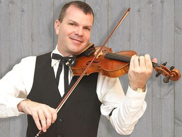 Flippin' fiddler Scott Woods keeps tradition in Meaford