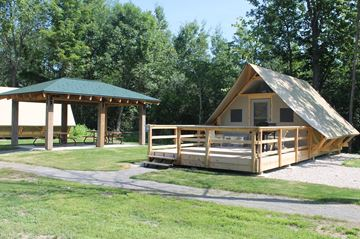 New camping experience along the heritage route Rideau Canal