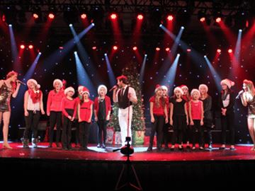 Deerhurst Resort's Decades cast hosts Huntsville Public School Choir