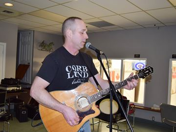 Ron Mills performs at Richmond open mic session