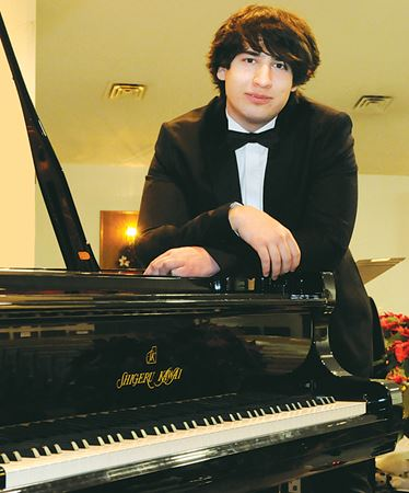 Barrie pianist returns to his roots for spring show