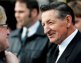 Walter Gretzky, Beach named degree recipients-Image1