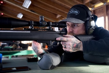 One-handed marksman rises in shooting world-Image2