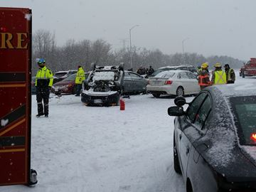 Multiple vehicle collision on Hwy 401
