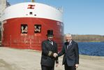 Midland mayor presents top hat to captain