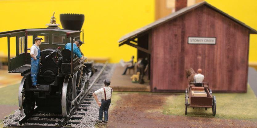 MP Bob Bratina talks trains at Lake Avenue school ...