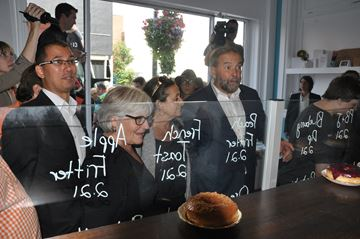 Mulcair, wife shop downtown St. Catharines
