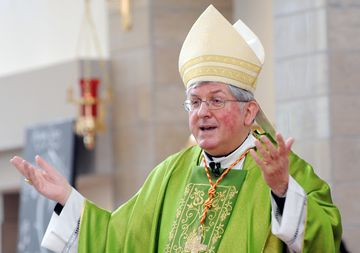 His Eminence Thomas Cardinal Collins celebrated the Eucharist during a Day of Amazing Grace with 2500 students from the Dufferin Peel Catholic District School Board Friday (May 23) at  Saviour of the World Chinese Catholic Church  beside St. Francis of Xavier High School which hosted the event.