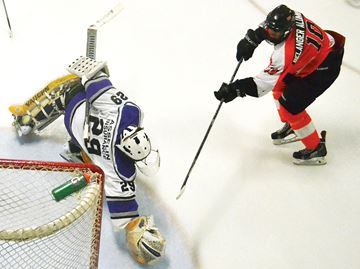 Penetang Kings have two goalies, but only one net