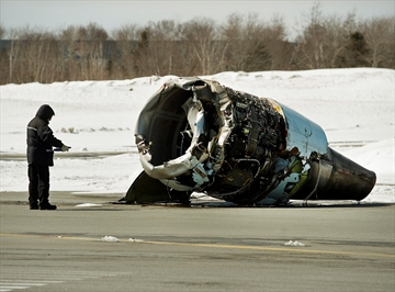 Officials finish examining plane crash site-Image1