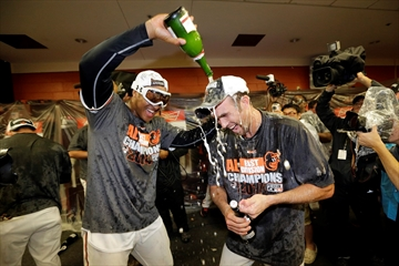 Orioles clinch AL East with 8-2 win over Blue Jays-Image1