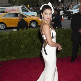 Selena Gomez ignores Justin Bieber-Image1