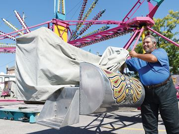 Port Perry Waterfront Ribfest carnival rides The Squeeze Machine