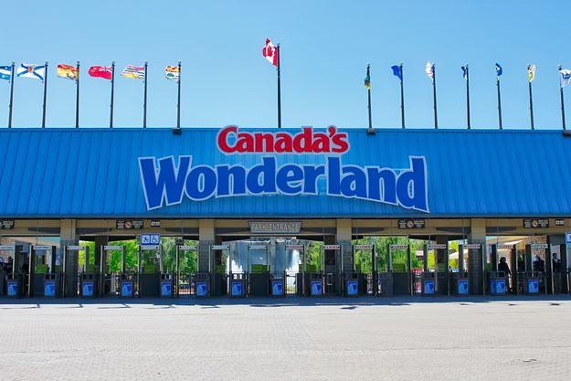 Looking For A Summer Job Canada S Wonderland Hiring 4 000 Seasonal Staff