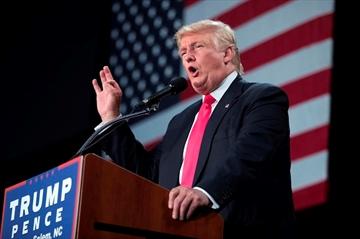 Trump's new derisive nickname for Clinton  -  'Rotten'-Image1